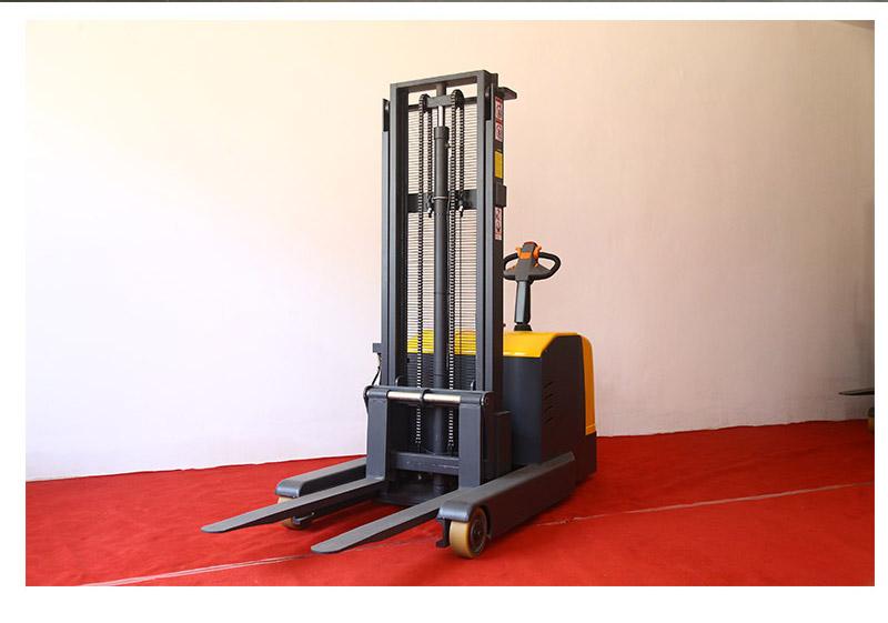 重型全电动堆高车3
