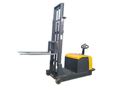 2吨平衡重式全电动堆高车