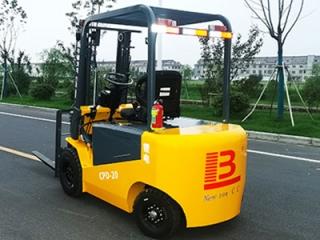 江苏电动叉车厂家注重电动液压叉车的哪些重要部件?